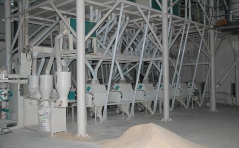 水的添加对于研磨中的面粉加工设备是很重要的